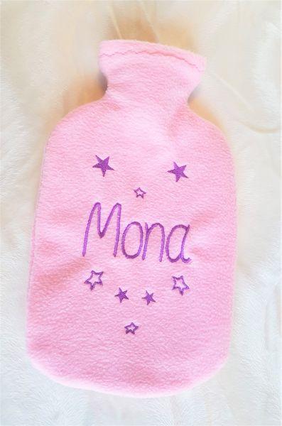 Wärmflaschenbezug mit Namen und Sternen bestickt