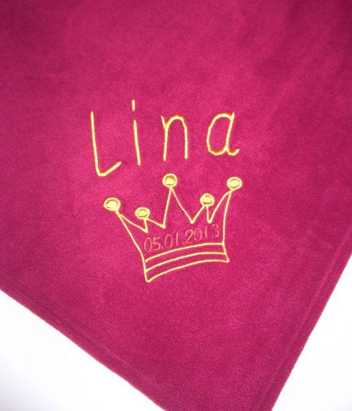 Bestickte Kinderdecke mit Namen und Krone