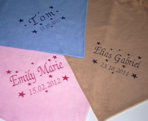 Bestickte Babydecke mit Namen, Geburtstag und Sternen