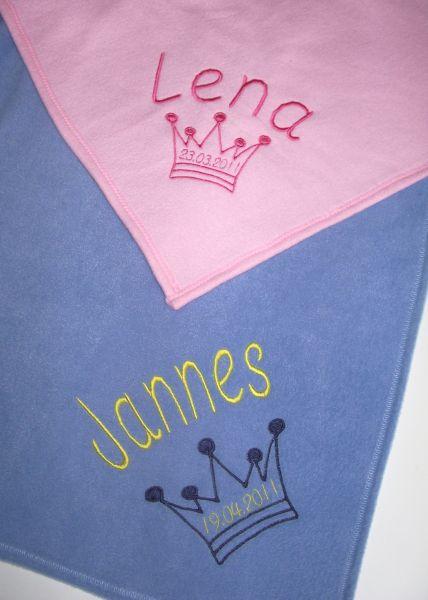 Bestickte Babydecke mit Namen, Geburtstag und Krone